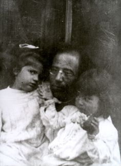 Gustav Mahler with his daughters Maria, age 3, and Anna, age 1 1905