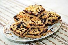 These easy Blueberry Crumb Bars use the same mixture for the crust and topping and are filled with a delicious blueberry filling! Easy Cookie Recipes, Pie Recipes, Sweet Recipes, Dessert Recipes, Cooking Recipes, Oatmeal Fudge Bars, Blueberry Crumb Bars, Romanian Desserts, Musaka