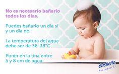 21130a699 ¿Padres primerizos  Les traemos unos consejos para bañar a su bebé recién  nacido.  Ensueño  bebé  reciénnacido  ConsejosPadres  Cuidado  Baño