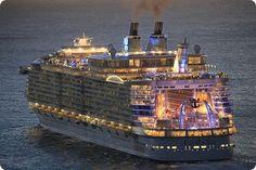 Allure of the Seas  . - Gaviota de los Mares - es uno de los cruceros mas lujosos . Ofrece todas las comodidades que puedas imaginar . Un ejemplo : para tu cena puedes elegir entre 25 restaurantes tematicos , all inclusive . . .
