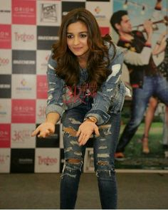 Lovely 😘 Indian Bollywood Actress, Beautiful Bollywood Actress, Bollywood Actors, Beautiful Actresses, Indian Actresses, Hot Actresses, Aalia Bhatt, Alia Bhatt Cute, Alia And Varun