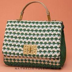 """125 Likes, 9 Comments - Nathalia Tolentino (@nathaliatolentinooficial) on Instagram: """"A sofisticação e a delicadeza do crochê!! #crochê #bag #boanoite #hadmade #bag #natháliatolentino"""""""