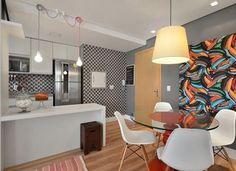 Apartamento cool para inspirar ✨ ambientes integrados, com vida e cores para aqueles que gostam de ousar