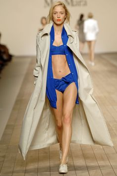 Raquel Zimmermann at MaxMara S/S 2006 Raquel Zimmermann, Fashion Show, Fashion Design, Max Mara, Duster Coat, Ready To Wear, Runway, Vogue, Swimsuits