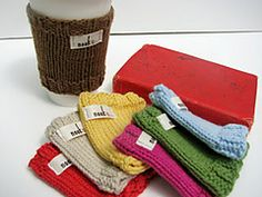 Super easy knit coffee cozy - free pattern.
