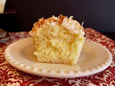 Coconut Cream Cupcakes... I love coconut & yumminess... :)