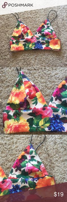 FLORAL BRALETTE SZ SMALL Very cute and great condition ready for a new home. Straps are elastic so stretch a little. Hook and eye closures on back. ⚡️ fast shipping depending on when you purchase. ⚡️ ❌NO TRADES/MERC/HOLDS❌ Markkit Intimates & Sleepwear Bras