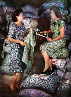 This image of two 1930s women in printed dresses surrounded by feed sacks has to be one of my favourite images of the decade I've ever encountered. #feed #sack #dress #fabric #sewing #vintage #women #1930s