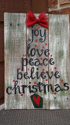Ideas Pallet Christmas Sign Pallet Wood by RusticBridgeDecor on Etsy - Pallet Christmas, Christmas Signs Wood, Country Christmas, Christmas Art, Christmas Projects, Winter Christmas, All Things Christmas, Christmas Decorations, Christmas Tress