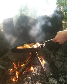 4 easy #camping #recipes that will make you drool over an open fire - all you need is a pan! From shish Kebabs to French Toast