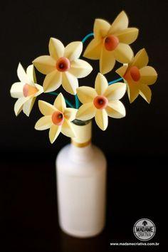 Como fazer Narcisos de papel-  Passo a passo com fotos - How to make paper flowers / Easy paper daffodils DIY tutorial  - Madame Criativa - www.madamecriativa.com.br