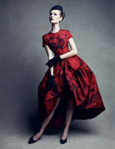 Red-dress-of-the-day! Dior Couture Red by Patrick Demarchelier Glamour Vintage, Dior Vintage, Moda Vintage, Vintage Couture, Vintage Dresses, Vintage Outfits, Vintage Style, 1960s Fashion, Look Fashion