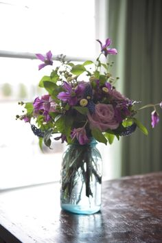 #DIY centerpieces at your wedding with these ideas >> http://www.hgtv.com/design/make-and-celebrate/entertaining/easy-spring-centerpiece-ideas-pictures?soc=pinterest