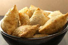 Kahvaltıdan çay saatine kadar farklı öğünlerde rahatlıkla servis edilebilecek çıtır bir börek tarifi puf böreği. Hazırlaması kolay, tadı olay.