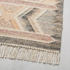 Apartment Must-Haves: Essentials For Every Room In Your New Home by Albie Knows Interior Design + Decor Styling + Home Organization Apartment Must Haves, Southwest Rugs, Look Boho, Modern Area Rugs, All Modern Rugs, Modern Wall, Bedroom Carpet, Modern Boho, Boho Decor