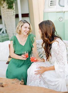Drinks bring people together!   #atx #austin #bar #bartenders #bartending #cheers #craftcocktails #drinks #cocktails #thescoutguide #thescoutguideaustin #tsgaustin #austinweddings #austinwedding #wedding #husband #wife #bride #groom #love #beautiful #marfa #dallas #houston #california #therisingtidesociety