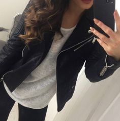 Casual day outfit; black skinny jeans, grey t-shirt and black leather jacket