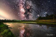 それは、風景写真と星空写真の加工作品。「星空アート」の世界観、とくとご覧あれ!こんな作品、見たことない。実際に撮った写真を編集し「星空アート」を作り上...