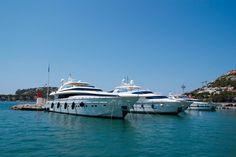 Mallorca Yachthafen mit Luxusyachten