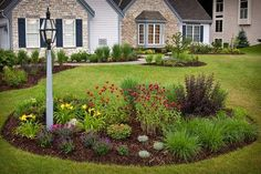 Ideas for decorating front gardens http://comoorganizarlacasa.com/en/ideas-decorating-front-gardens/ #decortips #Decorationtips #Exterior #exteriorgarden #frontgarden #frontyard #garden #Gardendecor #GardenIdeas #Ideasfordecoratingfrontgardens