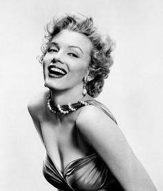 Marilyn Monroe fotografiada por Bruno Bernard, 1952  mattybing1025