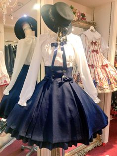 Lolita dress Love the hat! Harajuku Fashion, Kawaii Fashion, Lolita Fashion, Cute Fashion, Pretty Outfits, Pretty Dresses, Beautiful Dresses, Cool Outfits, Estilo Lolita