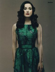 Dita Von Teese in a green dress which makes pale skin look so beautiful Pin Up Vintage, Mode Vintage, Vintage Green, Dress Vintage, Vintage Style, Dita Von Teese Style, Looks Style, My Style, Goth Style