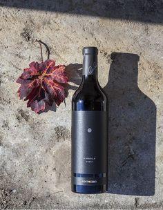 A Luglio di quest'anno io e mia moglie abbiamo deciso di partecipare alla prima giornata di VinoVIP a Cortina, evento biennale organizzato dalla prestigiosa rivista Civiltà del Bere. In cartellone c'era un interessantissimo wine-tasting di giovani e promettenti cantine. Assaggiando vini da vari produttori,