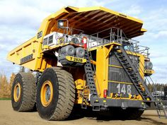 Largest Truck in the World! Heavy Construction Equipment, Construction Machines, Heavy Equipment, Crane Construction, Dump Trucks, Big Trucks, Industrial Machine, Road Train, Mining Equipment