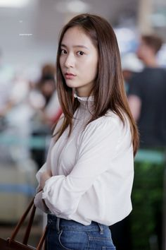 dedicated to female kpop idols. Krystal Sulli, Krystal Fx, Jessica & Krystal, Jessica Jung, Incheon, Korean Girl, Asian Girl, Korean Idols, Krystal Jung Fashion