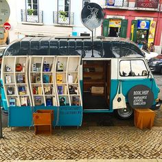 palomazlowe: Forgot to post this awesome bookstore on wheels....