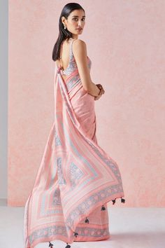 Indian Party Wear, Indian Wedding Outfits, Indian Outfits, Indian Dresses, Trendy Sarees, Stylish Sarees, Saree Trends, Dress Indian Style, Saree Look
