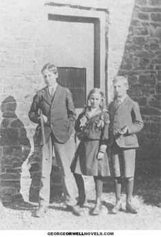 Eric Blair (holding rifle) on holiday at Church Stretton, Shropshire in September 1917.