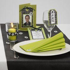 Indbydelse og bordpynt med fodbolde og manillamærker |DIY vejledning Creative Company, Napkin Folding, Deco Table, Menu Cards, Decoration Table, Diy And Crafts, Napkins, Table Settings, Scrap
