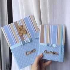 Kit de Capa para caderneta de vacinação personalizada e certidão de nascimento Capa caderneta vacina: Altura: 23.00 cm Largura: 3.00 cm Comprimento: 17.00 cm Peso: 200 g Capa certidao: 16x12cm para certidão dobrada Felt Crafts, Diy And Crafts, Baby Kit, Decorate Notebook, Album Book, Baby Photos, Album Covers, Baby Shower, Cards