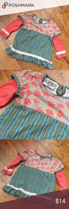Flit & Flutter baby girls shirt size 18 mos From the boutique brand, Flit & Flutter.  Top in excellent condition!  Would be adorable with jeggings! Size 18 mos Flit & flutter Shirts & Tops Blouses