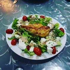 Poulet salade fêta et tomates  avec un peu de vinaigre balsamique  un régal ... #stopauxkilos #maigrir #perdredupoids #mangersain #bienmanger #regime #alimentation #regime2017 #goodfood #foodlove