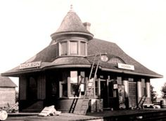 HICKSON , Ontario - Grand Trunk Railway depot    -  Queen Anne  Style Architecture  ol