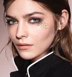 @amberandergram ❤️❤️ @burberry #makeup A/W 2016 @cuneytakeroglu #stylist #elliottsmedley #hair @alipirzadeh #makeupartist #wendyrowemakeup #glitter #skin #beauty #glittertears