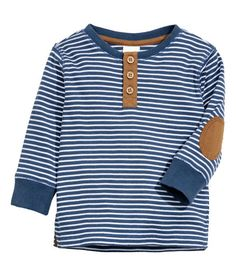 Dark blue& Long-sleeved henley shirt in soft ribbed jersey with contrasting woven details. Button placket, elbow patches, ribbed cuffs, and slits at Baby Outfits, Outfits Niños, Little Boy Outfits, Toddler Boy Outfits, Baby Kids Clothes, Kids Outfits, Women's Henley, Henley Shirts, Baby Boy Tops
