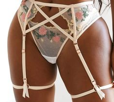 Lounge Underwear, Curvy Girl Outfits, Choreography Videos, Three Piece Suit, Rose Embroidery, Bra Straps, Lingerie Set, Sexy Legs, Lingerie