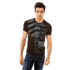 T-Shirt Vision Cotton    Dieses T-Shirt ist die perfekte Wahl für ein lässiges Outfit mit dynamischem Flair, wie es dem aktuellen Trend entspricht. Der digitale Print auf der Vorderseite sorgt für einen modernen Look.    94% Baumwolle 6% Elastan.  Maschinenwäsche bei 30°.  Abgebildet ist Größe M, Maße:  Gesamtlänge ca. 71 cm.  Schultern ca. 43 cm.  Fällt größengetreu aus....