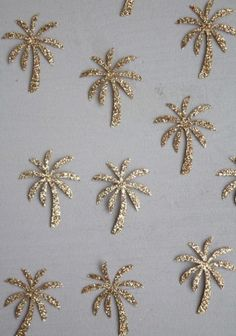 Motifs thermocollant - Little Fabrics Zardosi Embroidery, Hand Embroidery Dress, Bead Embroidery Patterns, Embroidery Fashion, Hand Embroidery Designs, Ribbon Embroidery, Beaded Embroidery, Embroidery Stitches, Paper Flowers Craft