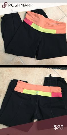 Lululemon crops Excellent used condition. No pilling. Draw string, adjustable hems. lululemon athletica Pants Ankle & Cropped