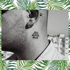"""212 """"Μου αρέσει!"""", 0 σχόλια - 𝕯𝖊𝖊𝖗𝖆𝖕𝖍 𝕿𝖆𝖙𝖙𝖔𝖔 (@deeraph) στο Instagram: """"#instasize #tattoo_day #tattoo #triangle #minimal #valknut #viking"""" Triangle Tattoos, Tattoo On, Vikings, Minimal, Instagram, The Vikings, Viking Warrior"""
