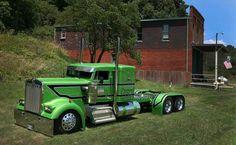 Kenworth W900L..