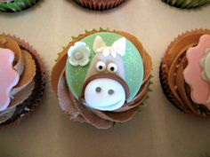 Beautiful Bespoke Cakes Biscuits And Cupcakes Horse cakepins.com