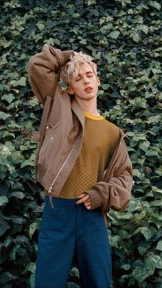Troye SivanYou can find Troye sivan and more on our website. Beautiful Boys, Pretty Boys, Beautiful People, Moda China, 80s Fashion, Fashion Trends, Surf Fashion, Rock Fashion, Fashion Pics