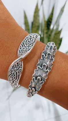 Las esclavas de plata inflada vinieron para quedarse, sin protagonistas, las amamos💕 Bracelets, Silver, Jewelry, Fashion, Bangle Bracelets, Bangles, Jewlery, Moda, Money