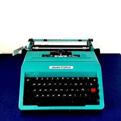 Ultimando detalles de El Club del Lettering te apuntas? #Olivetti #writetypper #lettering #teal #turquesa #azul #letras #ECDLettering